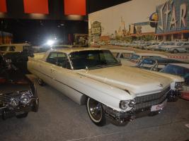 Прикрепленное изображение: Cadillac Sedan DeVille 1963.jpg