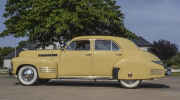 Прикрепленное изображение: Cadillac Series 62 sedan 1941.jpg