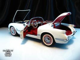 Прикрепленное изображение: CHEVROLET Corvette (1953) 037.jpg