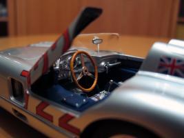 Прикрепленное изображение: Mercedes-Benz 300 SLR CMC M066_10.jpg