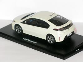 Прикрепленное изображение: Opel Ampera & Audi RS6 005.JPG