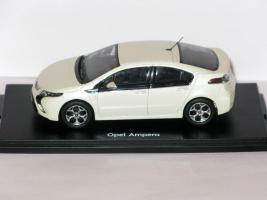 Прикрепленное изображение: Opel Ampera & Audi RS6 002.JPG