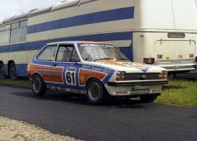 Прикрепленное изображение: Ford Fiesta MkI 1300, No.61, A.Curnow, Datapost, BSCC 1980.jpg