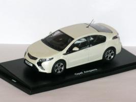 Прикрепленное изображение: Opel Ampera & Audi RS6 001.JPG