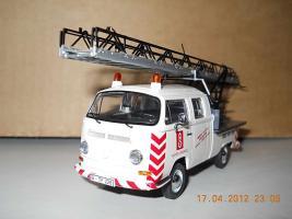 Прикрепленное изображение: Colobox_VW_T2a_Doppelkabine_Drehleiter_Schuco~02.jpg