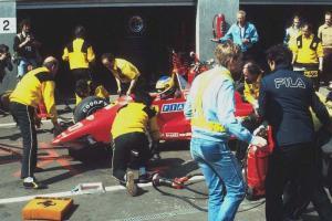 Прикрепленное изображение: 1984-Zolder-126 C4-Alboreto-2-pit stop.jpg