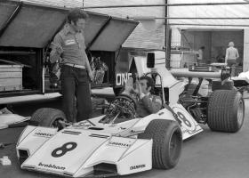 Прикрепленное изображение: Carlos-Pace-Brabham-BT44-Ford-1974-2.jpg