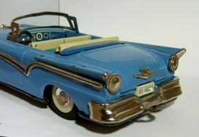Прикрепленное изображение: JAPAN HAJI TIN FRICTION 1957 FORD FAIRLANE CONVERTIBLE1.JPG
