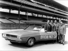 Прикрепленное изображение: 1970-1974-Dodge-Challenger-Period-Photos-1971-Pace-Car-1280x960.jpg