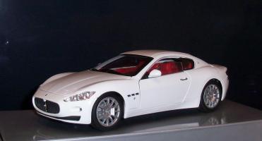 Прикрепленное изображение: Maserati Gran Turismo White Mondo Motors.JPG