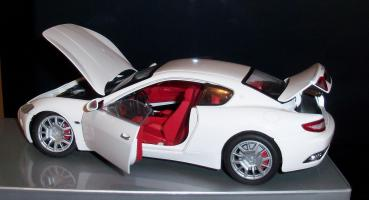 Прикрепленное изображение: Maserati Gran Turismo White Mondo Motors (10).JPG