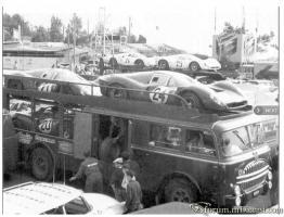 Прикрепленное изображение: A_scudiera-ferrari-racing-team-1956-monaco-transporter_truck (6).jpg