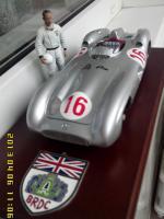 Прикрепленное изображение: Stirling Moss + W 196 M Streamliner.jpg