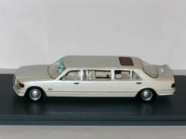 Прикрепленное изображение: Mercedes W126 Stretch Limousine 002.JPG