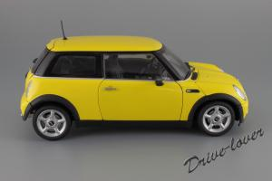 Прикрепленное изображение: Mini One (with Aerodynamic Package) Yellow Kyosho for MINI 80430148553_03.JPG