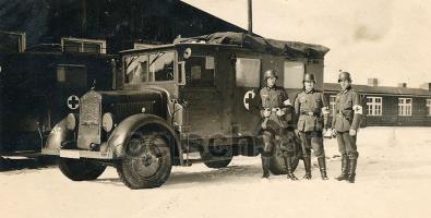 Прикрепленное изображение: Mercedes-Benz L 1500E Kfz.31 (4x2) Ambulance 1937-38 05.jpg