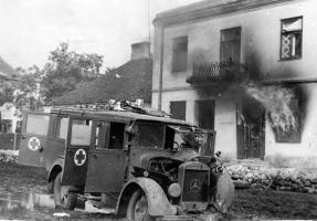 Прикрепленное изображение: Mercedes-Benz L 1500E Kfz.31 (4x2) Ambulance 1937-38 in Poland.jpg