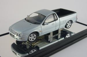 Прикрепленное изображение: Ford Falcon XR8 UTE liquid silver Classic Carlectables 1.jpg