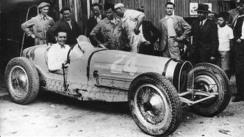 Прикрепленное изображение: prewar-racing-11_jpg_1935_picardie_gp_-_robert_benoist_bugatti_59_1st.jpg