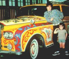 Прикрепленное изображение: John Lennon's 1965 Rolls-Royce Phantom V (0).jpg