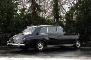 Прикрепленное изображение: rolls-royce-phantom-vi-limousine-mulliner-park-ward.2000x1328.Jan-20-2012_17.11.39.407618.jpg