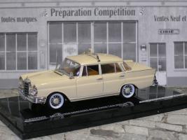 Прикрепленное изображение: Mercedes 220 se P1010163.JPG