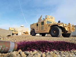 Прикрепленное изображение: 1209dp_01+september_2012_military_power+am_general_humvees.jpg