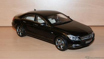 Прикрепленное изображение: Mercedes Benz CLS 2012 Norev Black dealer edition (1).JPG