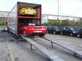 Прикрепленное изображение: Cannonball_Ferraris_unloading_from_enclosed_truck.jpg