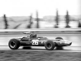 Прикрепленное изображение: 1968-french_grand-prix-win-01-800.jpg