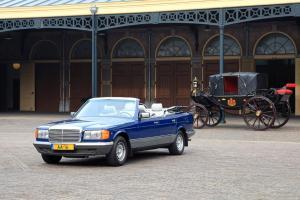 Прикрепленное изображение: Mercedes-Benz W126 380 SEL Cabrio 1984 Caruna HRH. Princess Juliana.jpg