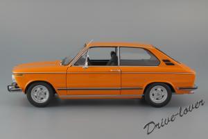 Прикрепленное изображение: BMW 2000Tii Touring Minichamps for BMW 80430145824_03.jpg