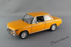Прикрепленное изображение: BMW 2002 Ti Autoart 70506_01.jpg