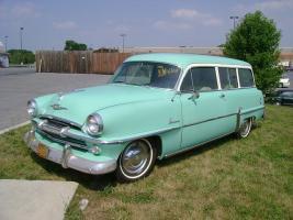 Прикрепленное изображение: Plymouth Belvedere Suburban - 1954.04.jpg