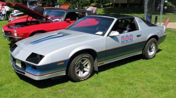 Прикрепленное изображение: 1982_Camaro_Z28_Pace_Car_replica.jpg