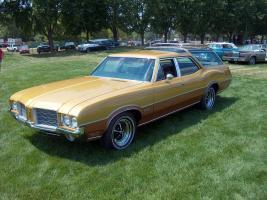 Прикрепленное изображение: 1971 Oldsmobile Vista Cruiser 2.jpg
