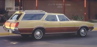 Прикрепленное изображение: 1971 Oldsmobile Vista Cruiser 3.jpg