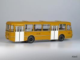 Прикрепленное изображение: ЛИАЗ 677М Classicbus 04018В z.jpg