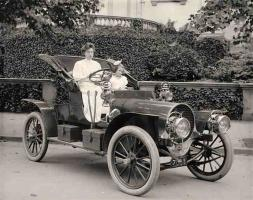 Прикрепленное изображение: Women Cars History.jpg