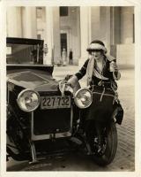 Прикрепленное изображение: Women-Washing-Cars-in-the-Past-4.jpg