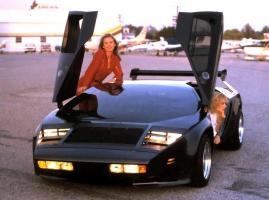 Прикрепленное изображение: Vector_W2_Twin_Turbo_1988-89_Fashion-shots_11.jpg