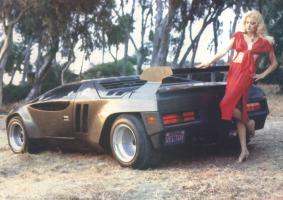Прикрепленное изображение: Vector_W2_Twin_Turbo_1988-89_Fashion-shots_05.jpg