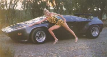 Прикрепленное изображение: Vector_W2_Twin_Turbo_1988-89_Fashion-shots_03.jpg