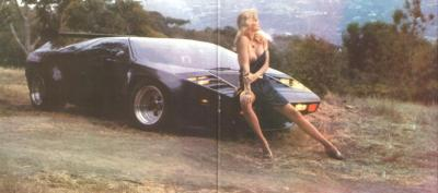 Прикрепленное изображение: Vector_W2_Twin_Turbo_1988-89_Fashion-shots_02.jpg