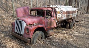 Прикрепленное изображение: lr___abandoned_fuel_truck_by_seeker_of_revelation-d4tp2n2.png