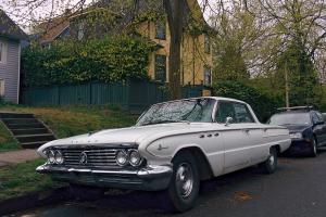 Прикрепленное изображение: 1961 Buick LeSabre 01.jpg