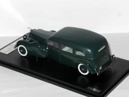 Прикрепленное изображение: Duesenberg Model J Bohman & Schwartz Landaulet Throne Car 1937 003.JPG