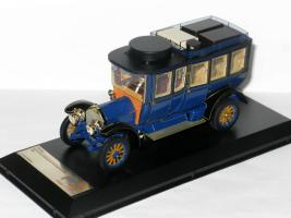 Прикрепленное изображение: Duesenberg Model J Bohman & Schwartz Landaulet Throne Car 1937 005.JPG