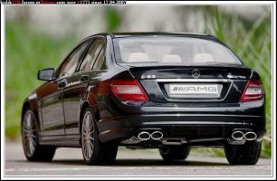 Прикрепленное изображение: AutoArt Mercedes C63AMG.jpg