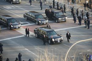Прикрепленное изображение: 800px-Obama_Cadillac_limousine_in_2009_inaugural_parade.jpg